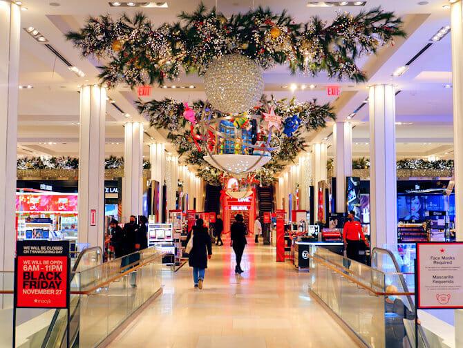 Macy's in New York Weihnachtsdekoration
