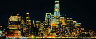 Abendliche Bootstour mit Büfett in New York (2,5 Stunden)