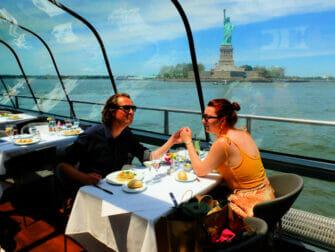 Valentinstag Bootstouren mit Abendessen in New York - Freiheitsstatue