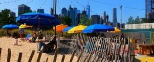 Freibad im Brooklyn Bridge Park in New York