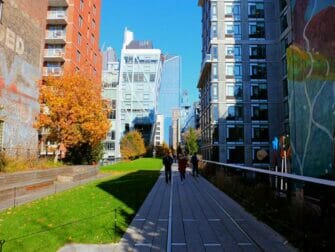 High Line Park in New York - Umgeben von Gebäuden