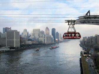 Roosevelt tram von Queens Boro Bridge in New York