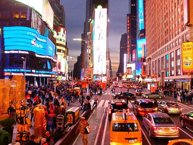 Big Bus in New York - Times Square bei Nacht