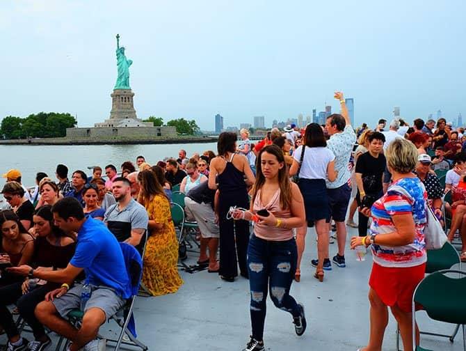 Am 4. Juli in New York - Feuerwerk Bootstour