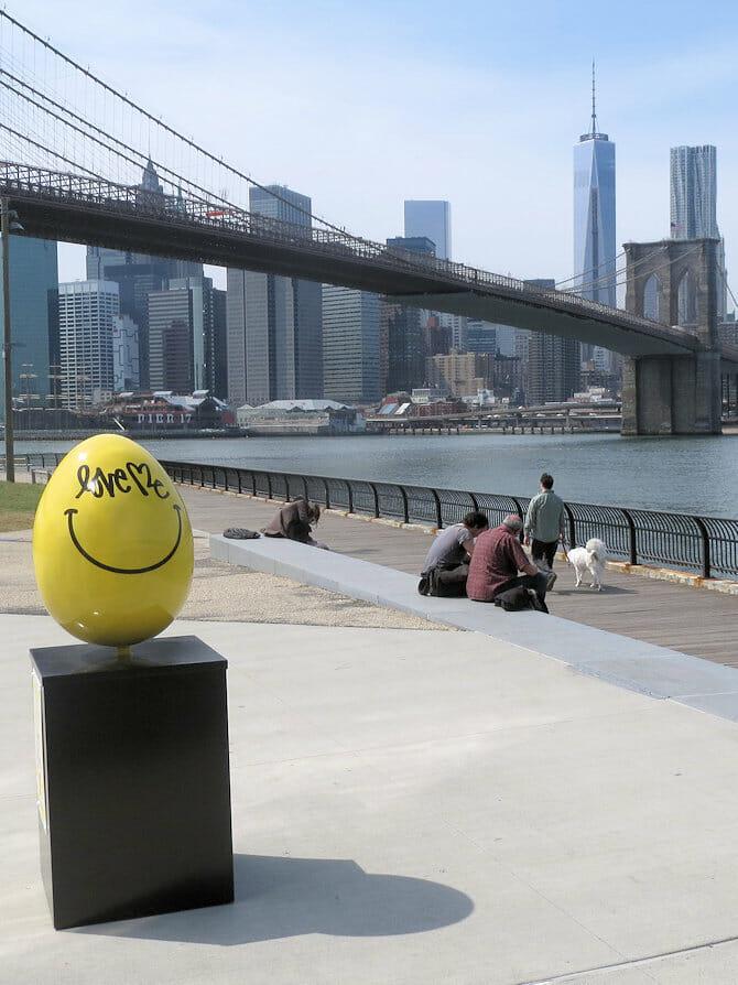Gelbes Ostern Ei in New York