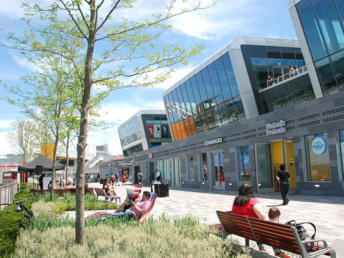 Empire Outlets New York City - Am Ufer