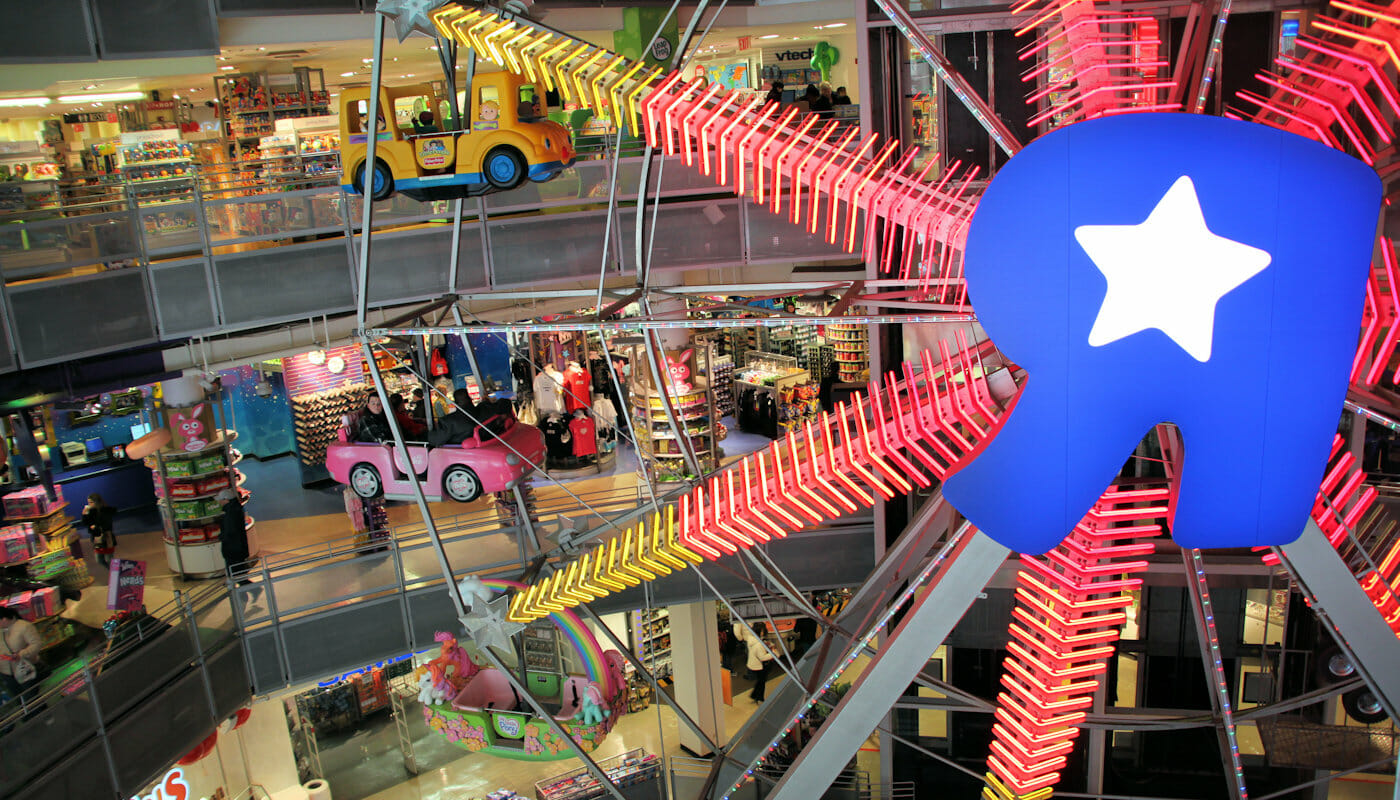 Riesenrad im Toys R us in New York
