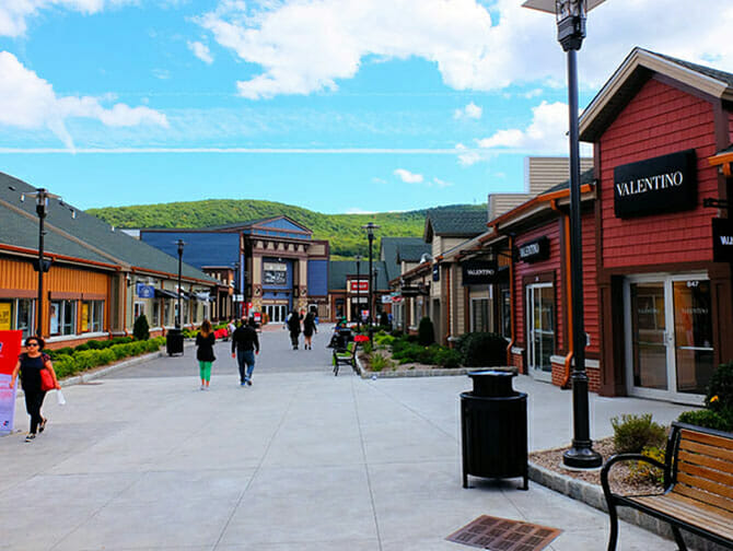 Woodbury Common Premium Outlet Center in New York - Geschäfte