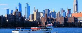 Bootstouren am Tag in New York