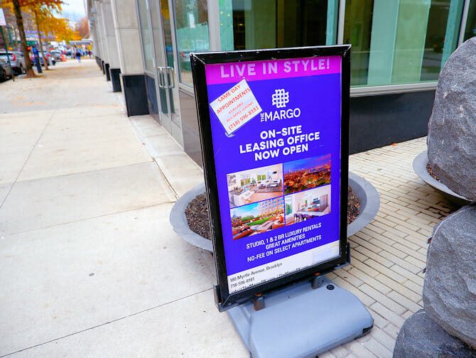 Leben und Arbeiten in NYC - Wohnung zu vermieten Schild