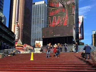 Glee Tour in New York - Treppen am Times Square