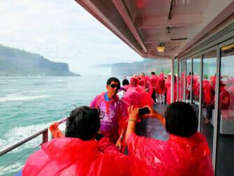 Tagesausflug zu den Niagarafällen im Privatflugzeug - Touristen