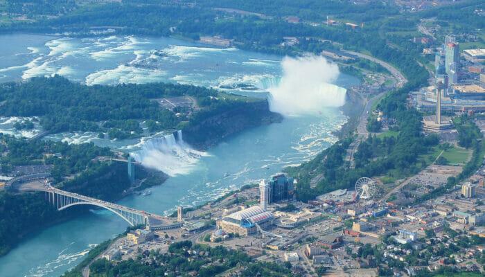 Tagesausflug zu den Niagarafällen im Privatflugzeug - Aussicht vom Flugzeug