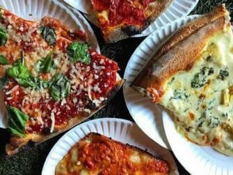 Kulinarische Tour durchs West Village in New York - Pizza mit Artischocken