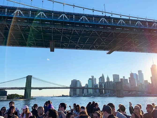 Happy Hour Bootstour in New York - Auf dem East River