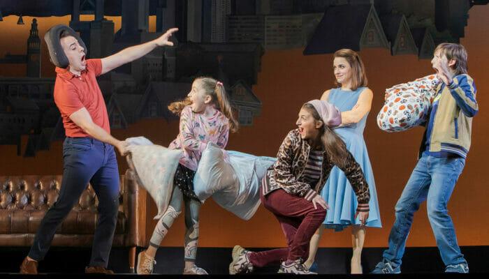 Mrs. Doubtfire am Broadway Tickets - Kissenschlacht