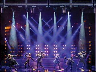 SIX on Broadway Tickets - Bühne