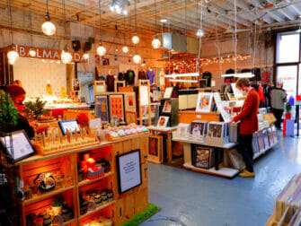Flohmärkte in New York - Artists And Fleas innen